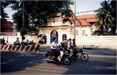 http://s270.photobucket.com/albums/jj109/fbuis/celebrity/?action=view&current=mausolee01.jpg