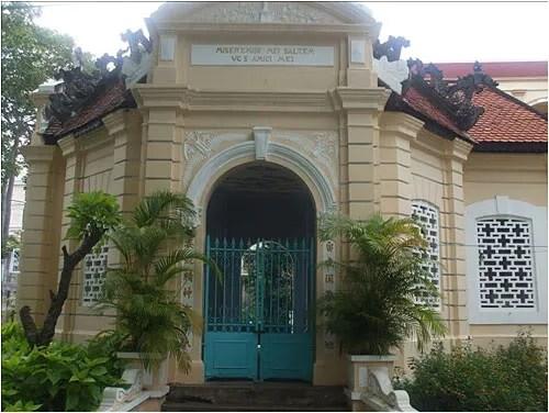 http://s270.photobucket.com/albums/jj109/fbuis/celebrity/?action=view&current=mausolee02.jpg