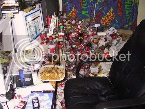 mesa-trabajo-2.jpg escritorio desordenado image by IsS4cXKraken