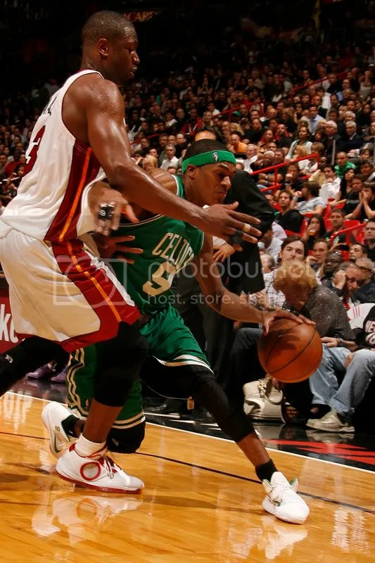 D-Wade defends in the AJ 2010 PEs against Rondo in his crisp white Nike Air Hyperfuse PEs.