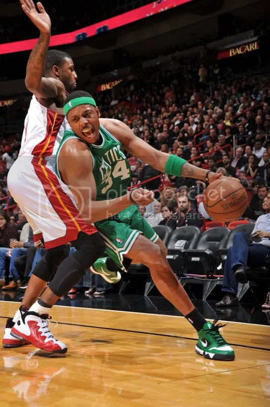Maybe the best shot all night (aside from Pierce's shot, of course): Pierce in the Nike Air Legacy Away PE and Dorrel Wright sporting some really nice Nike Air Penny IIIs.