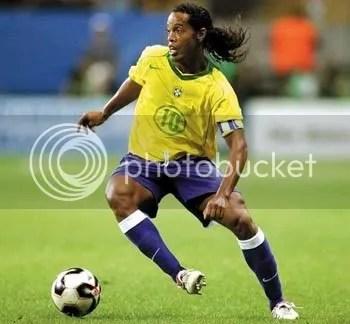 soccer photo: soccer ronaldinho.jpg