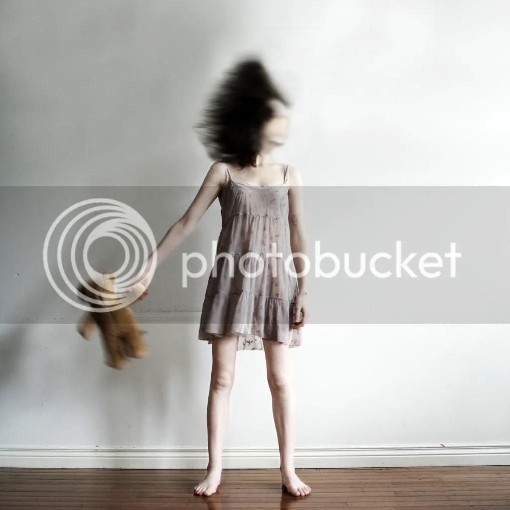 Kate Esmé, Breaking Childhood, 25. Januar 2011