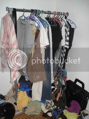 broken cupboard - dek kerana terlalu banyak baju yg tergantung, patah sudah ampaian ni. Berterabur baju (yg masih belum aku kemas). Mungkin marah sbb aku ckp nak beli almari baru yg aku jumpa kt ikea..haiiizzz