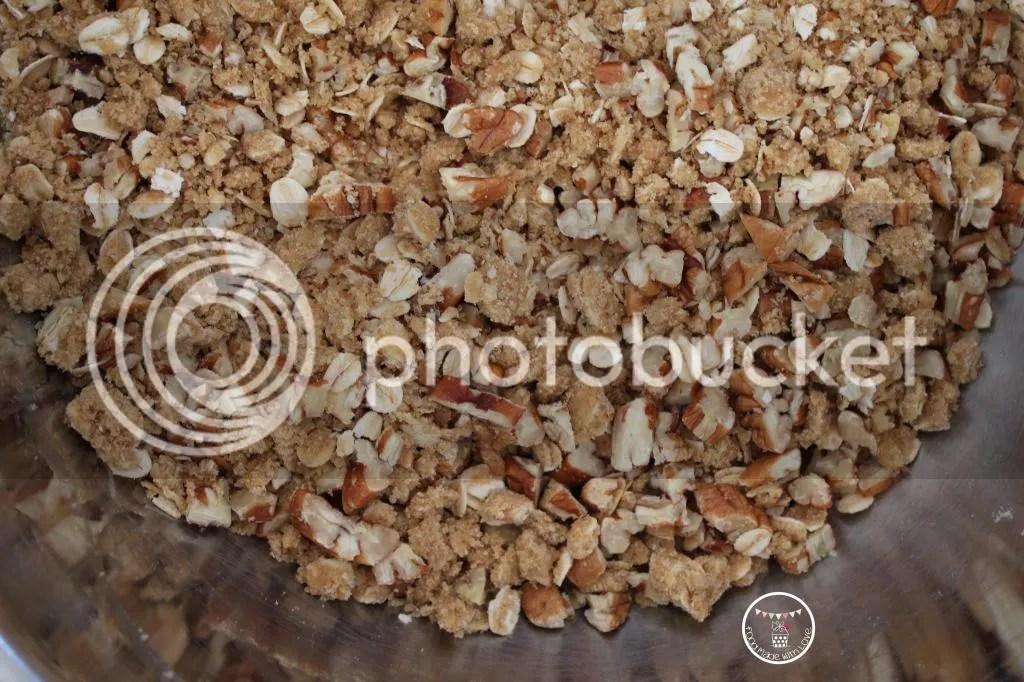Pecan streusel topping