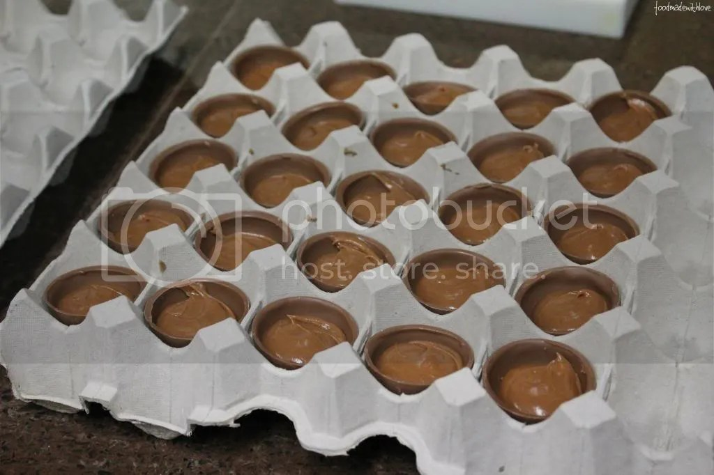 Filling the small shells with salted caramel