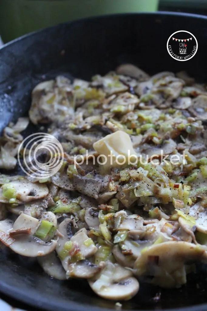 Frying the leek and mushroom mixture