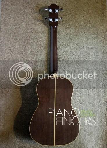 Ukulele Baritone UB 4000 03