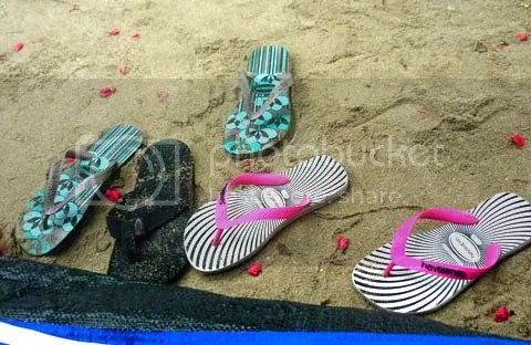 havaianas and sand