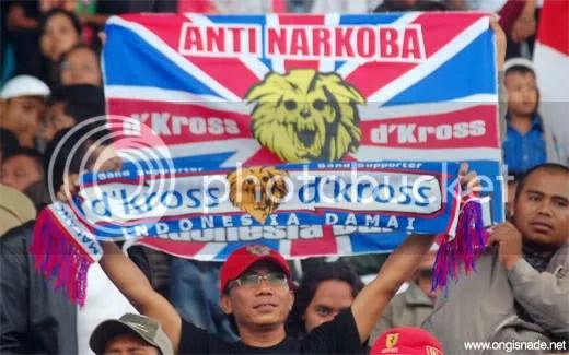 Syal dan bendera Indonesia Damai