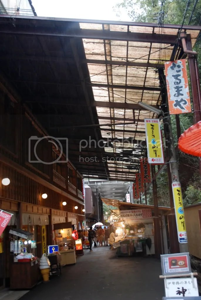 The arcade that the main store of Aka Fuku is located in. They have at least 2 stores in Ise city.