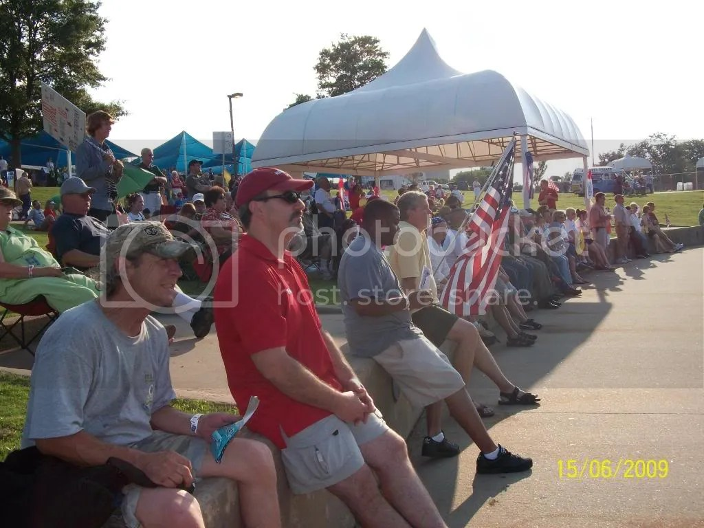 Crowd endures 90+ degree heat to support AR Tea Party