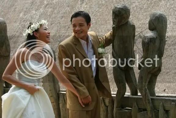 Hai vợ chồng mới cưới...