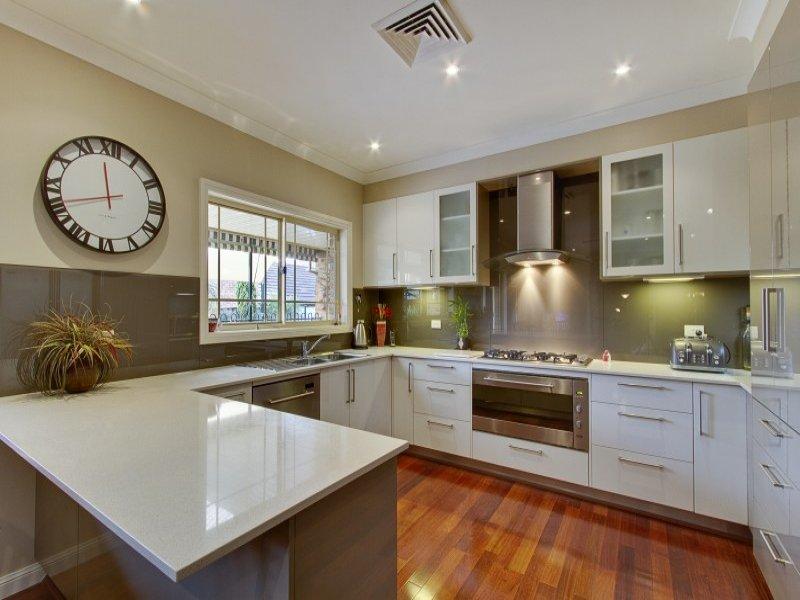 Modern u-shaped kitchen design using hardwood - Kitchen ...