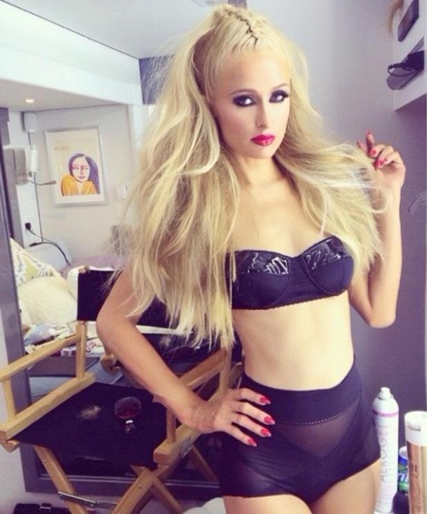 Foto-foto Seksi Paris Hilton Dalam Video Klip High Off My Love