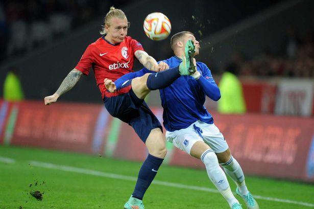 Simon Kjaer in action against Everton