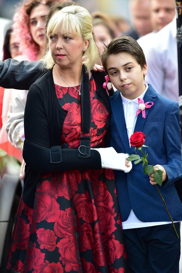 Saffie's mum Lisa clung to her son for support (Image: www.mirror.co.uk)