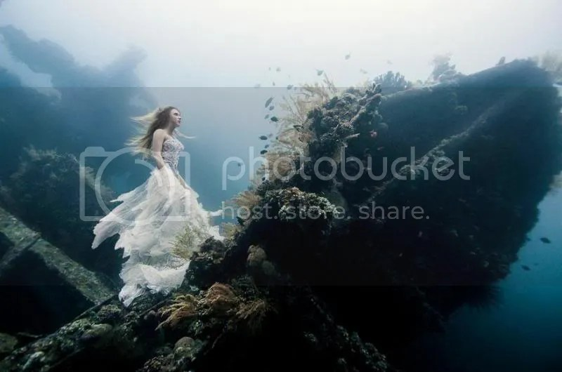 photo bali-shipwreck-divers-underwater-photoshoot-benjamin-von-wong-1_zpsf2c9d210.jpg