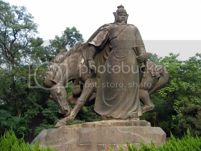 statue of Chinese legend Yue Fei in Huang He Lou