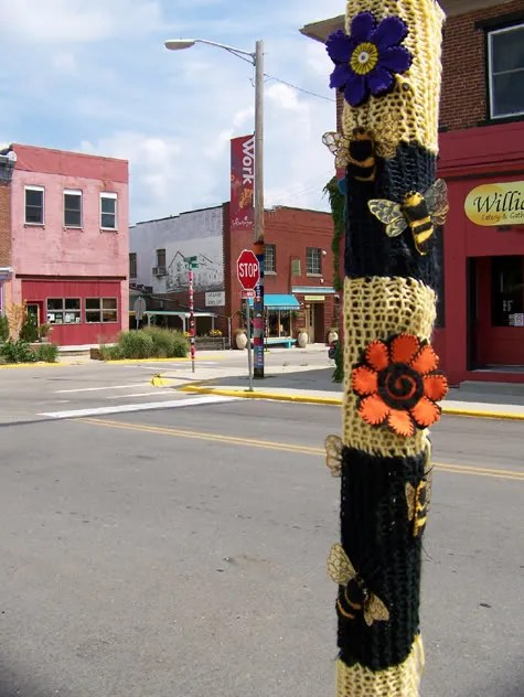 Bee Pole by the Jafagirls