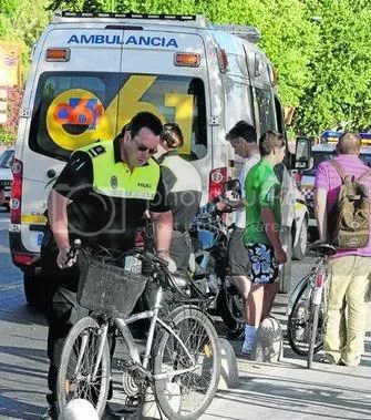 [foto: ciclista accidentada. Casualmente en carril-bici]