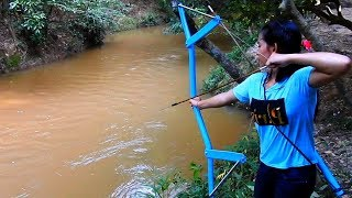 Amazing Girl Uses PVC Pipe Compound BowFishing To Shoot Fish -Khmer Fishing At Siem Reap Cambodia