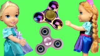Fidget Spinners ! Elsa & Anna Toddlers in Spinner Land - Toy Dinosaur