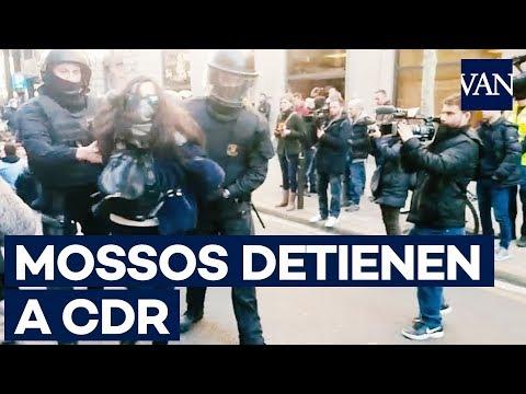 Los Mossos d'Esquadra detenien a CDR concentrados ante la Fiscalia Superior de Catalunya
