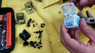 What's Inside A Fake vs Real Fidget Cube?