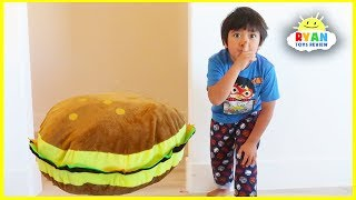 Ryan Pretend Play with Giant Burger Food toys!!!