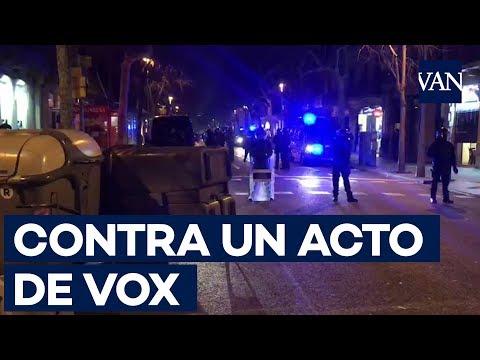 CARGAS de los MOSSOS por BOICOTEAR un acto de VOX