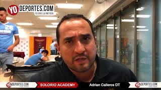 Adrian Calleros entrenador de los Campeones de Illinois Solorio Academy High School