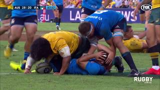 Wallabies win ugly against Italy