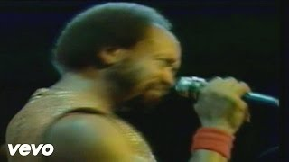 Earth, Wind & Fire - Sing a Song (Live )