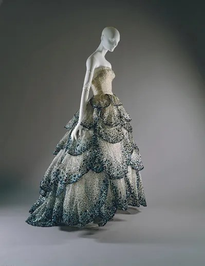 Christian dior haute couture 1949 vs spring summer 2010 for Couture vs haute couture