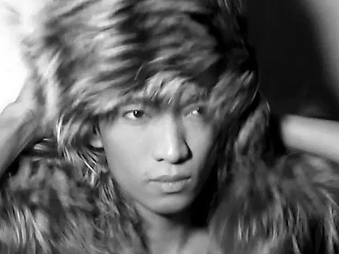 Fur stole, flip mino and screenshots by Bryanboy