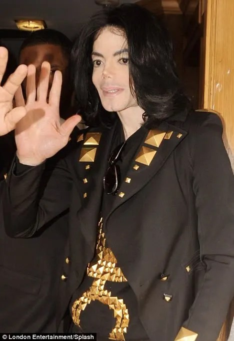 pic & photo of Michael Jackson in Givenchy women's clothing