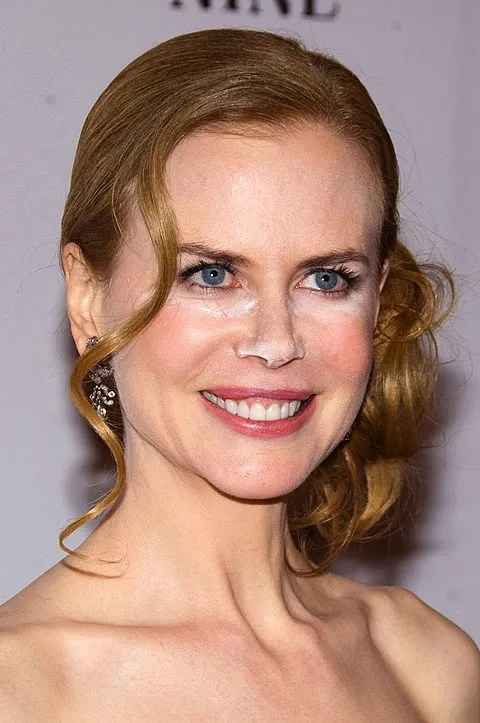 Nicole Kidman photos pic at Nine movie premiere. Cocaine or bad make up job?