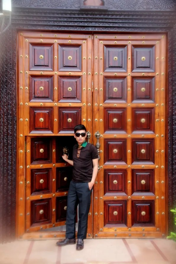 Bryanboy in front of a doorway at the Orient Taj Hotel Agra