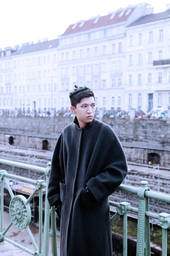 Bryanboy outside Schonbrunn train station