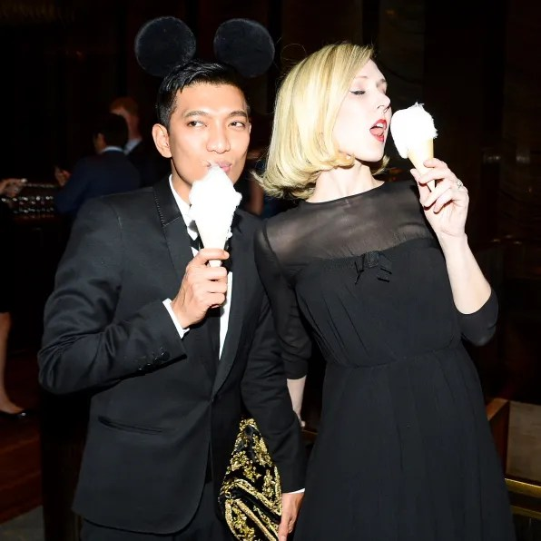 Bryanboy and Jane Keltner de Valle eating cotton candy