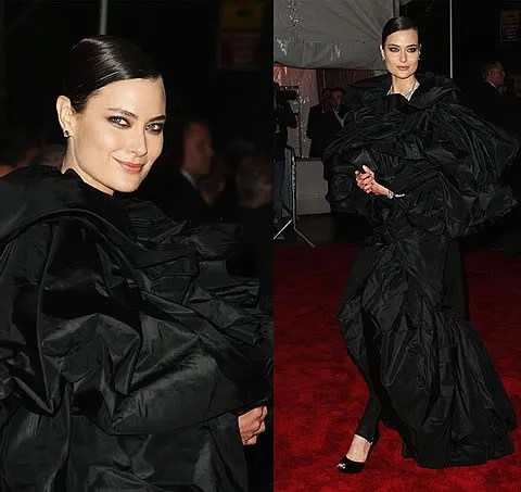 Shalom Harlow on the red carpet photo. 2009 Costume Institute Gala at the Met. Models as Muse