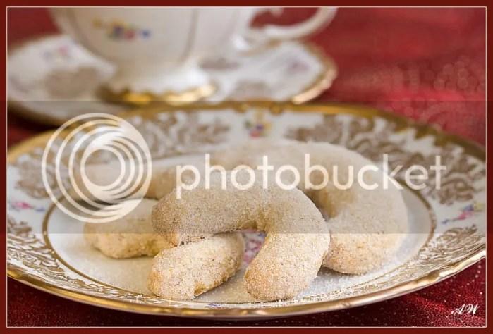 Ореховые рогалики с апельсиновым сахаром