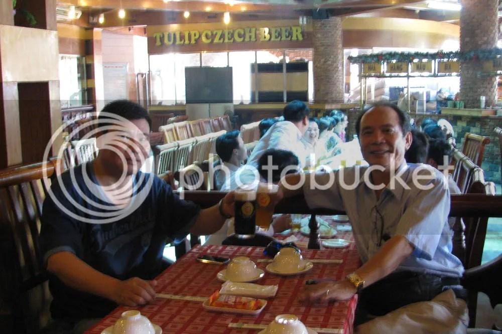... đến quán bia cùng NTT và...