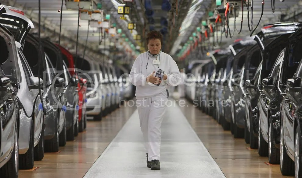 A worker keeps track of finished cars at the assembly line for the VW Golf at the Volkswagen car factory on November 14, 2008 in Wolfsburg, Germany. (Sean Gallup/Getty Images)