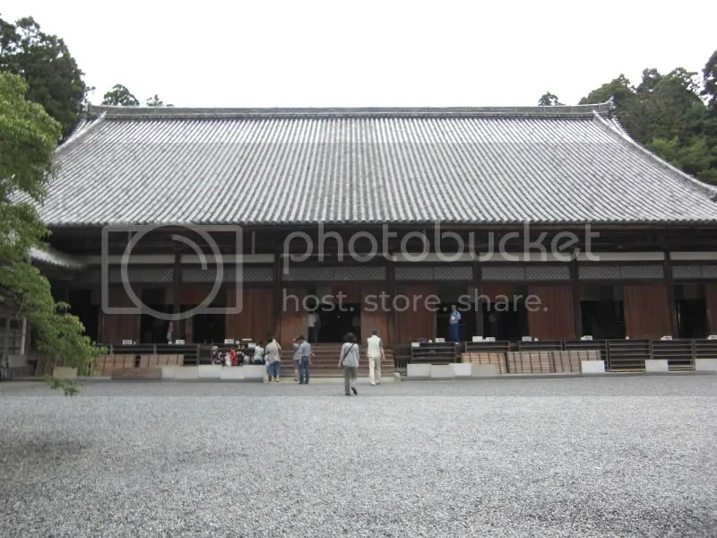 built by Date Masamune. It also houses the tablets of his 20 followers who followed Masa in death.