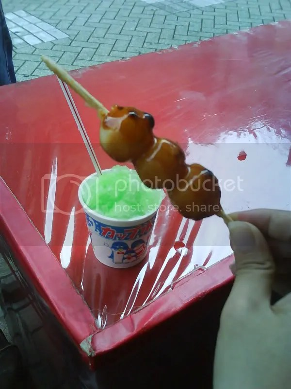 Dango at 100 yen for 5 balls and melon flavored shaved ice. Paradise~