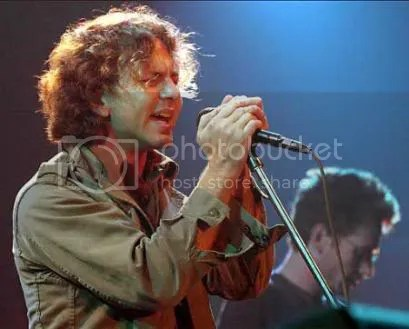 Vedder cantando Black (o no)