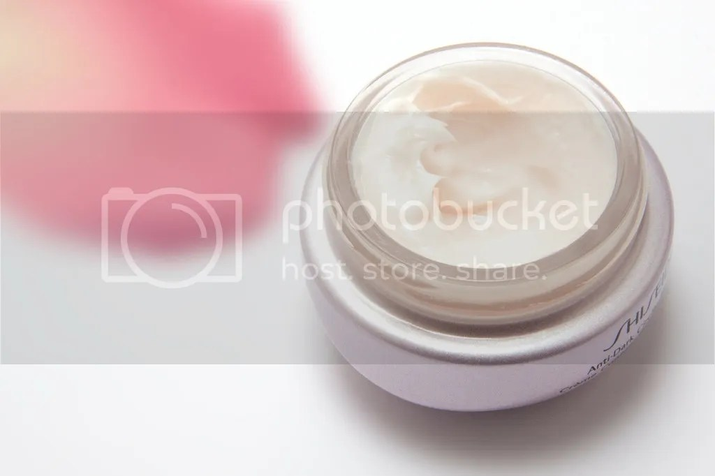 Ciri-Ciri Cream Pemutih Kulit Yang Tidak Aman Biasanya Berwarna Putih Mengkilap