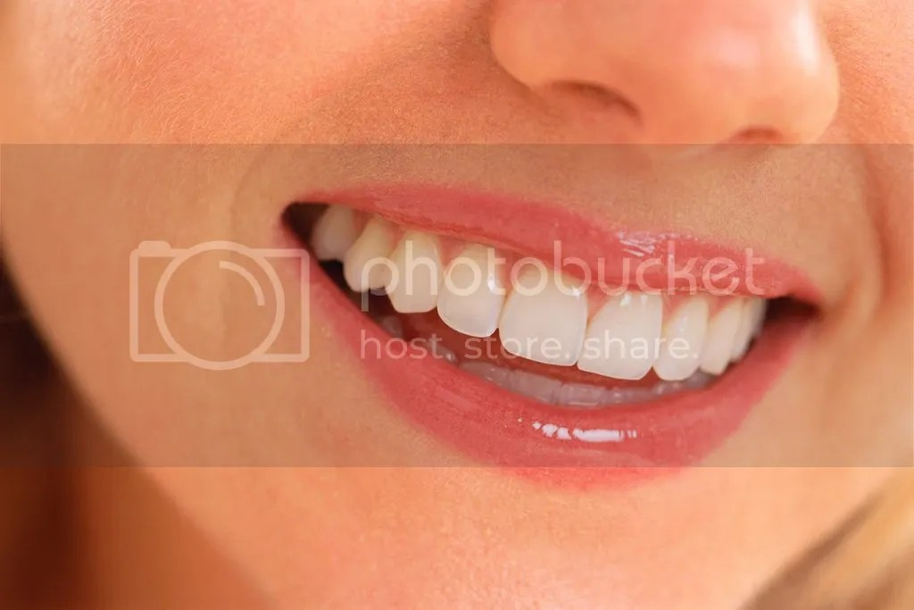 Tips Membuat Bibir Hitam Menjadi Merah